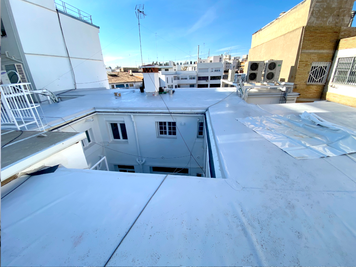 Foto: Restauración de cubiertas edificio Valencia, después intervención PUNTAL TÉCNICO