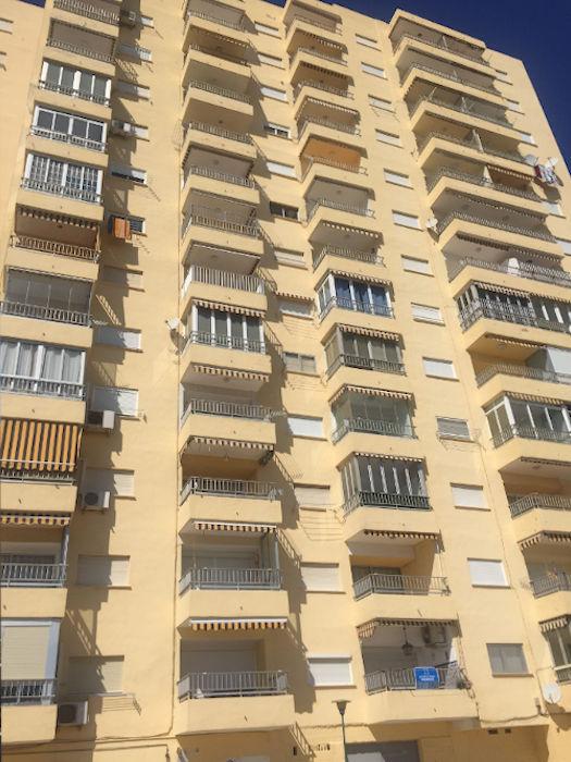 proyecto mantenimiento redes seguridad en balcones de fachada principal, en Complejo Medicalia el puig valencia