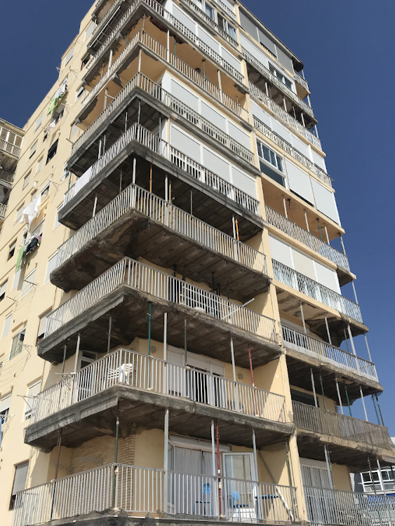 rehabilitacion fachada y cubierta edificio diana el perellonet valencia antes